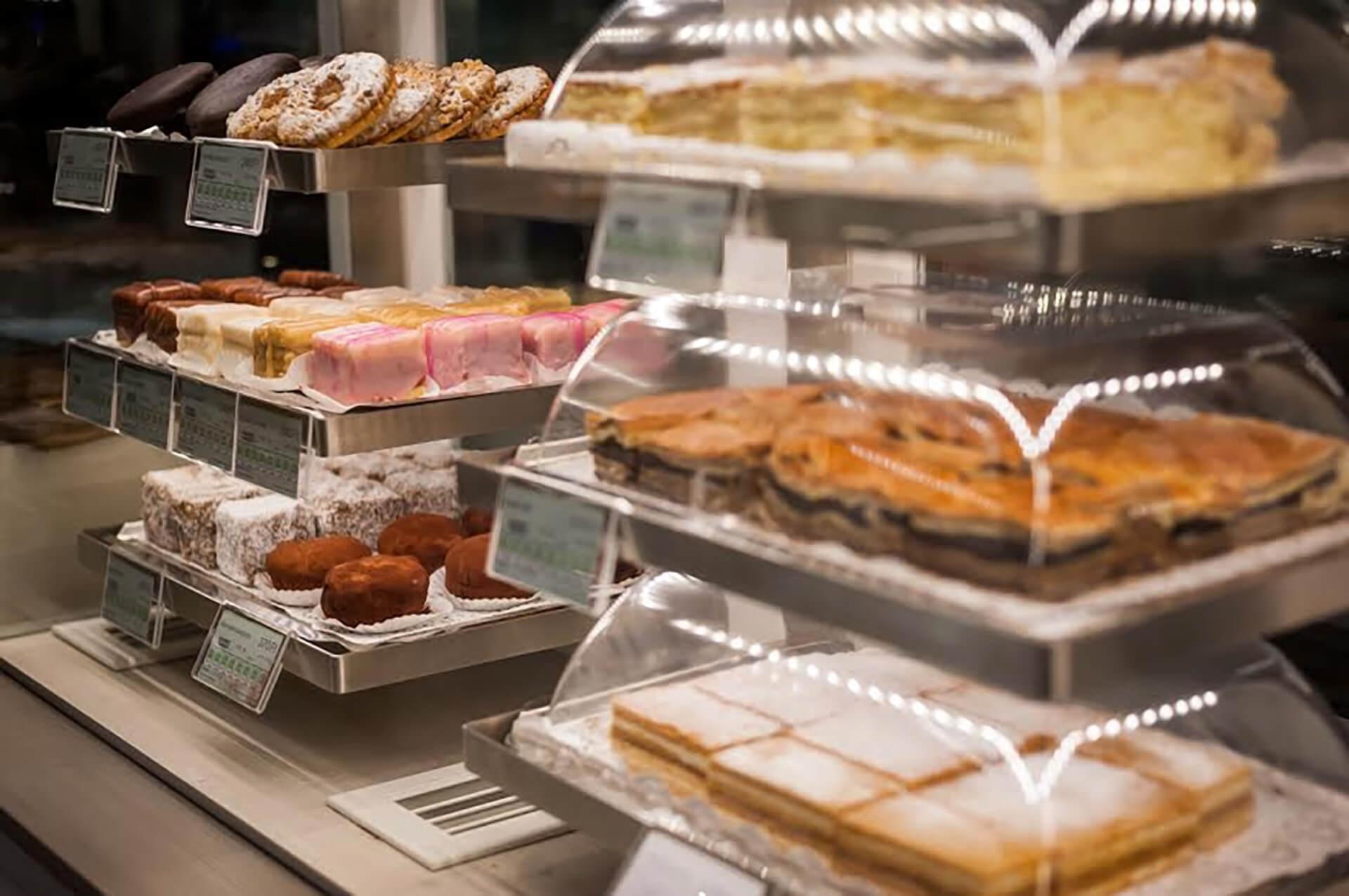 Cakes in premium environment